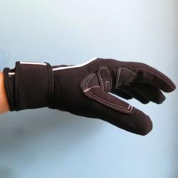 Neoprene gloves for water sports